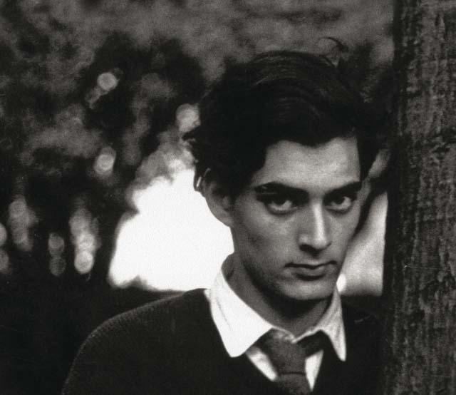"""Paul Auster en première page de couverture de son ouvrage """"Chronique d'hiver""""© Actes Sud"""