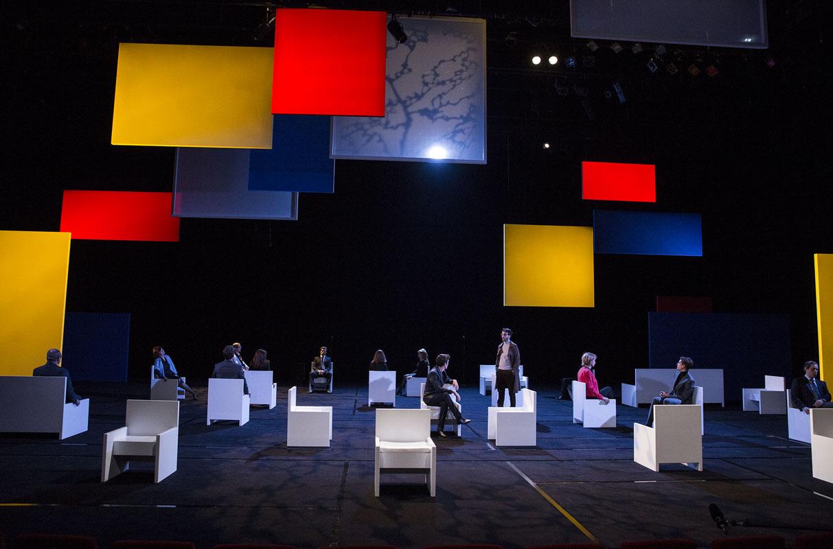 """Un décor à la Mondrian pour """"Bettencourt Boulevard"""""""